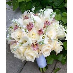 ramo de rosas con orquideas