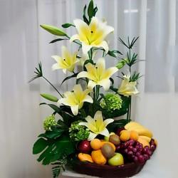 Arreglo floral con frutas...
