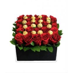 Caja de rosas y ferrero